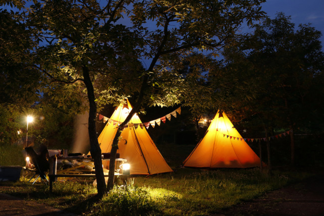 Camping vs Glamping – Which Is Right For You? | Winfields