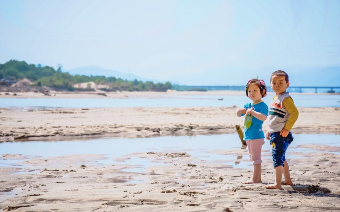 6 Tips To Reduce Stress And Save Money When Traveling With Small Kids